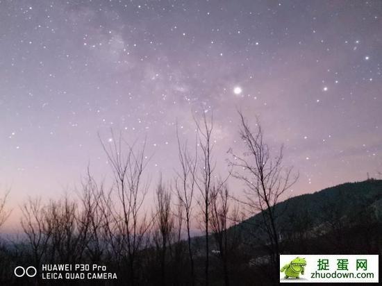另外,30秒曝光在没有赤道仪等设备的加持下,远处的星光会出现拖影。